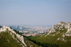 Wahlfach Territorium der Stadt, Frühling 2019: Blick über die Calanques in Richtung Marseille. Bildquelle: Schimonski, Flickr, 2011, CC BY-NC 2.0