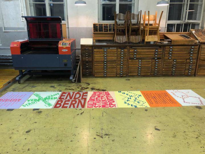 """Ausstellung """"Go West, Go East!"""", 22. Oktober bis 20. November 2021, Territorium der Stadt, Bern. Bild: Im Plakatworkshop mit dem Grafik Dafi Kühne übersetzten die Studierenden ihre Analysen in ein Plakat. Foto: Prof. Vogt, ETH Zürich"""